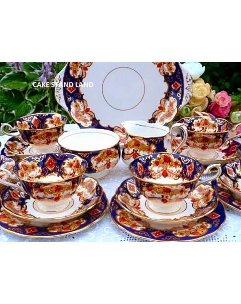ROYAL ALBERT HEIRLOOM TEA SET & TEAPOT
